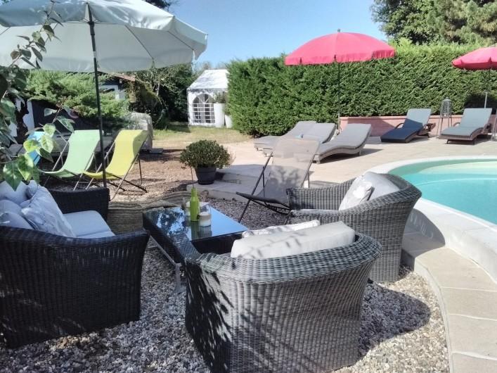 Location de vacances - Villa à Arsac - Nous avons agrandit l'espace piscine et sortie du gîte.