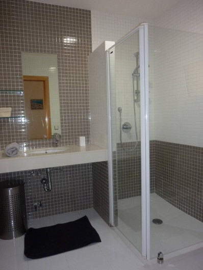 Location de vacances - Villa à Altea - salle de bain nº 2  avec douche à l'italienne et wc