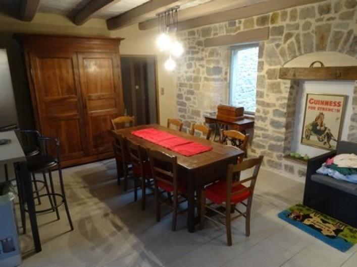 Location de vacances - Gîte à Fontaneilles - Pièce 1 coin salle à manger