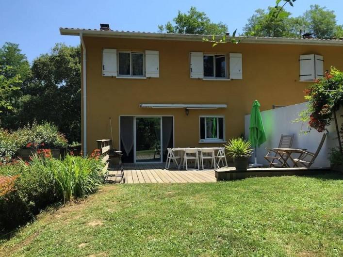 Location de vacances - Villa à Saint-Martin-de-Seignanx - JARDIN COTE NORD OUEST, terrasse de 35 m²