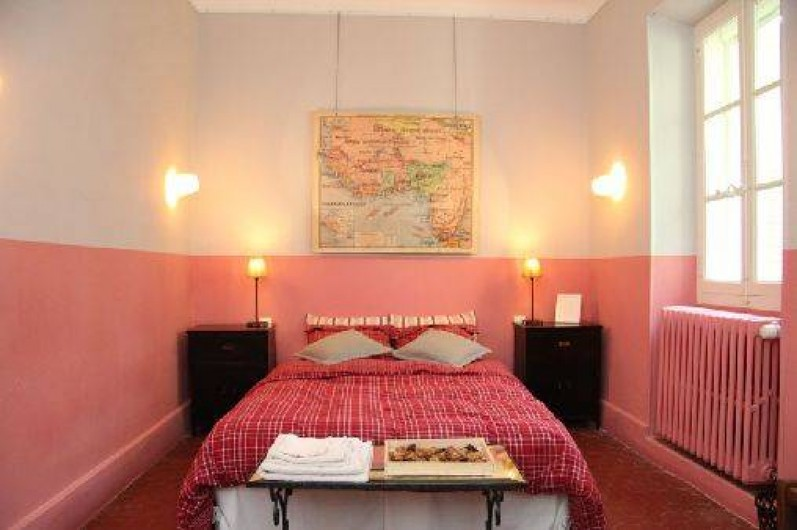 Chambres d 39 h tes ch teau rouge carpentras dans le for Chambre d hotes mont ventoux
