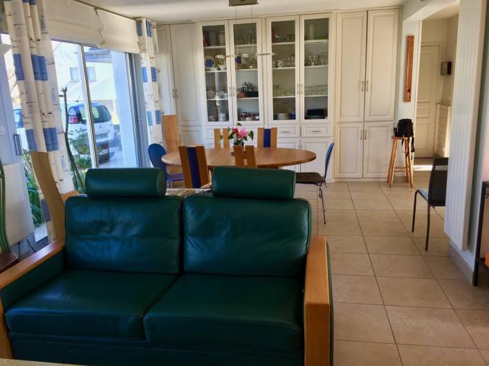 Location de vacances - Villa à Gâvres - vue d'un des deux salons sur la salle à manger