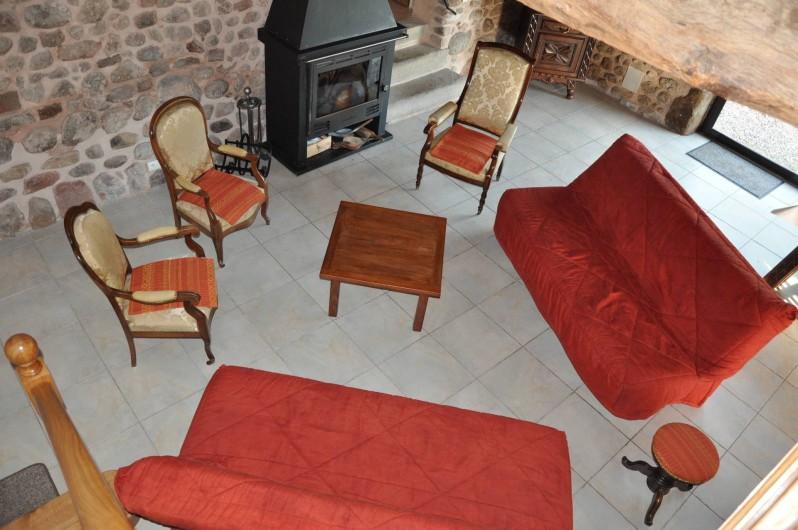 Location de vacances - Gîte à Saint-Eugène - Coin salon de la pièce principale auprès du feu