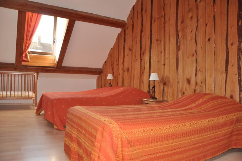 Location de vacances - Gîte à Saint-Eugène - Chambre 2 au 1er étage, 1 lit 2 places, 1 lit 1 place et 1 lit bébé
