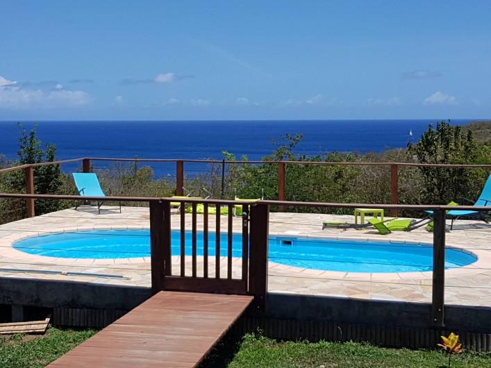 Location de vacances - Villa à Deshaies - Piscine, vue sur mer