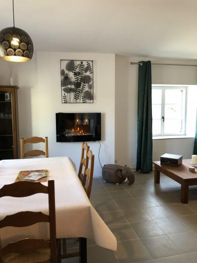 Location de vacances - Gîte à Ville-Langy - salle a manger salon