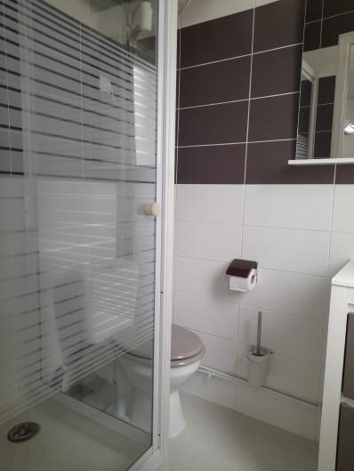 Location de vacances - Studio à Berck - salle d'eau avec cabine de douche