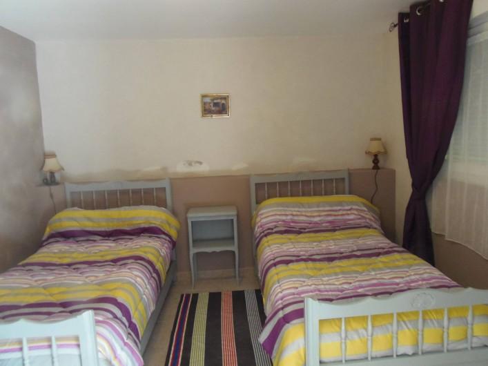 Location de vacances - Appartement à Le Sambuc - CHAMBRE    GITE  6 PERSONNES LES PIBOULES