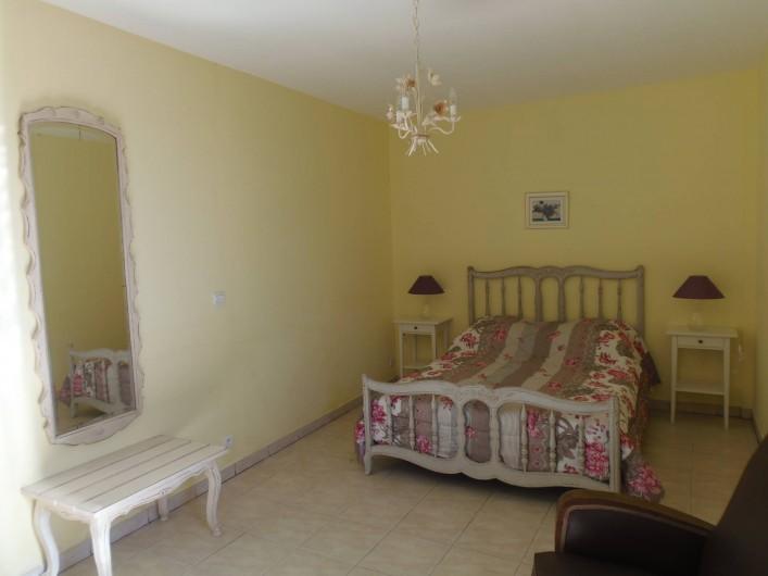 Location de vacances - Appartement à Le Sambuc - CHAMBRE  GITE N° 1 LES LAURIERS ROSES