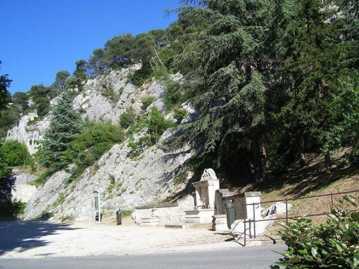 Location de vacances - Gîte à Robion - Situation à 50 mètres