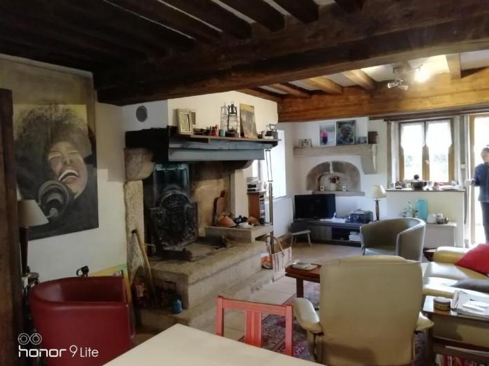 Location de vacances - Chambre d'hôtes à Saint-Brisson - salon salle à manger partagé