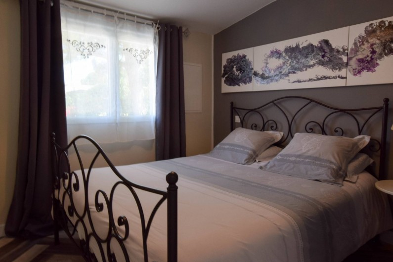 Location de vacances - Gîte à Gémozac - Chambre LES LYS