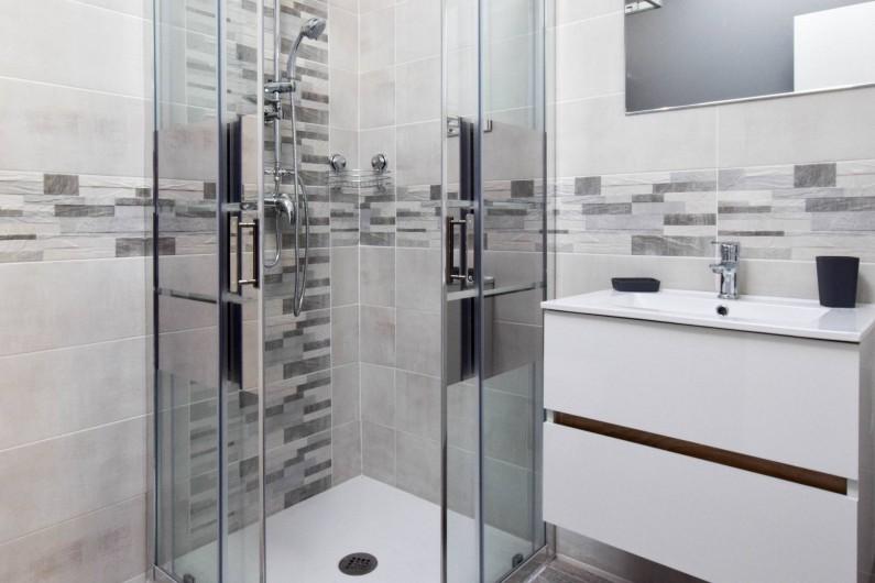 Location de vacances - Gîte à Gémozac - Salle de bain LES LYS