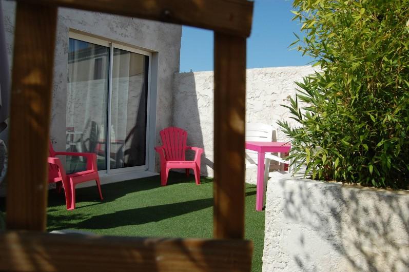 Location de vacances - Gîte à Gémozac - Terrasse LES LYS