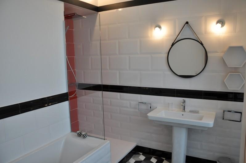 Location de vacances - Château - Manoir à Beychac-et-Caillau - Salle de bain chambre 1947