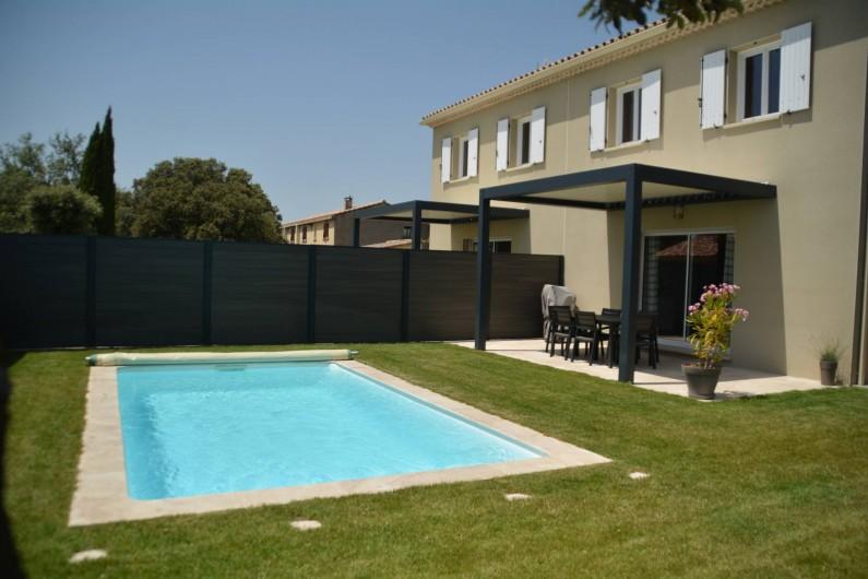 Location de vacances - Villa à Grillon - Côté >Sud avec pergola Bioclimatique