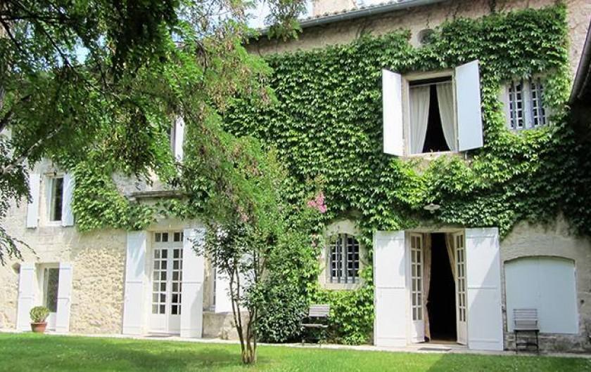 Location de vacances - Chambre d'hôtes à Douchapt - Façade jardin