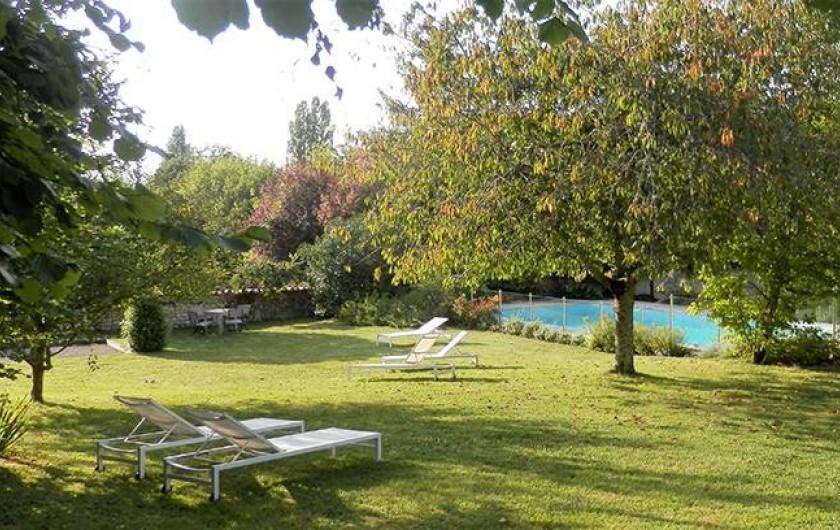 Location de vacances - Chambre d'hôtes à Douchapt - Jardin et piscine