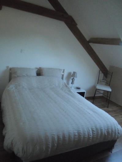 Location de vacances - Gîte à Litteau - chambre , lit 140 190 , commode