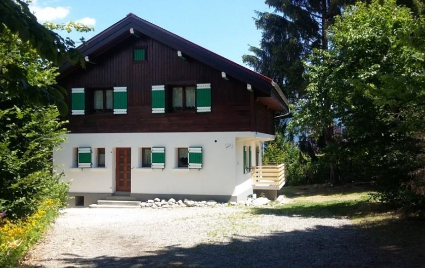 Location de vacances - Chalet à Combloux - Mireneige  depuis la cour