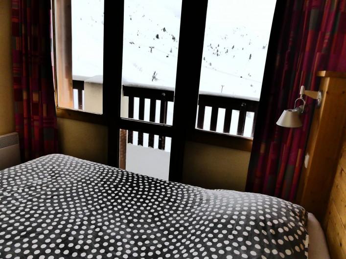 Location de vacances - Appartement à La Plagne - Chambre 1 avec vue sur la montagne