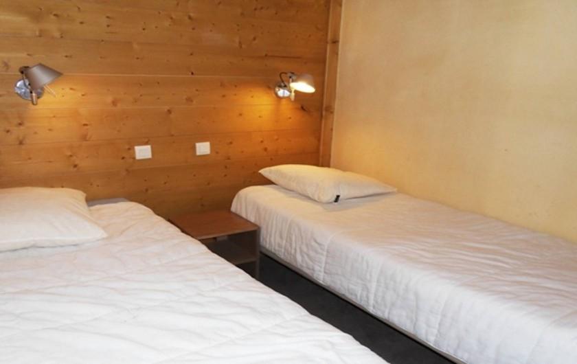 Location de vacances - Appartement à La Plagne - Chambre 2 avec 2 lits simples 90x200