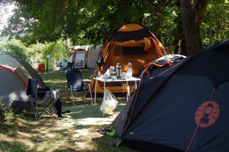 Location de vacances - Camping à Piégros-la-Clastre - Choix d'emplacements au bord de la rivière Drôme au camping Les Chamberts.