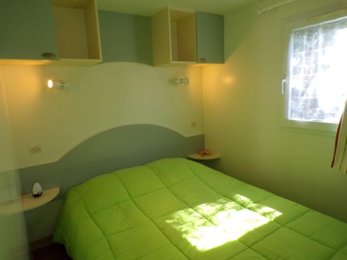 Location de vacances - Bungalow - Mobilhome à La Cassagne - chambre d'un mobil-home