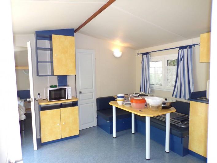Location de vacances - Bungalow - Mobilhome à La Cassagne - intérieur d'un mobil-home 6 pers.