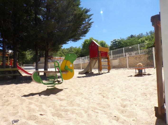 Location de vacances - Bungalow - Mobilhome à La Cassagne - aire de jeux enfants