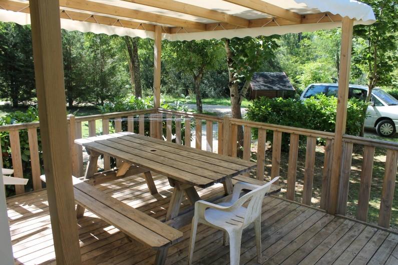 Location de vacances - Bungalow - Mobilhome à La Cassagne - terrasse d'un mobil-home