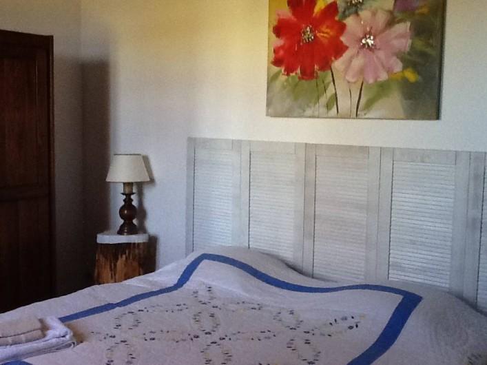 Location de vacances - Maison - Villa à Saint-Germain-sous-Doue - Chambre 2 - LES ILES 2 lits 90 x 190 Armoire - Porte valise 1 canapé lit