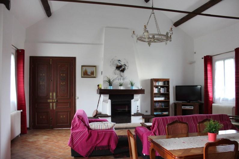 Location de vacances - Maison - Villa à Saint-Germain-sous-Doue - Salle à manger/salon 41 m²  Buffet, Table + 2 rallonges et 6 chaises ...