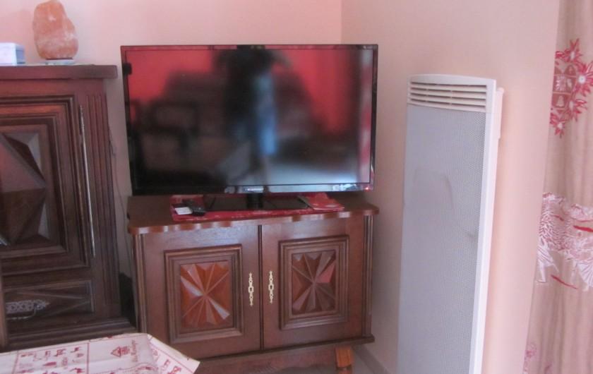 Location de vacances - Appartement à Faverges - Télévision écran plat dans la salle à manger/salon