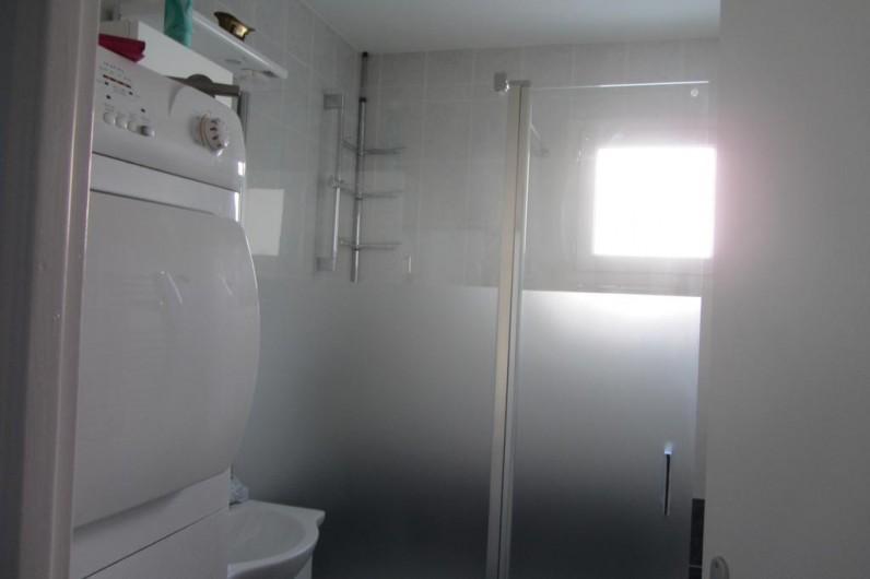 Location de vacances - Appartement à Faverges - salle de bain à l'italienne