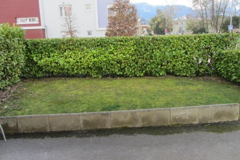 Location de vacances - Appartement à Faverges - jardin
