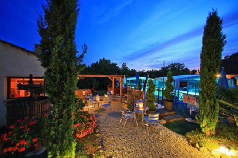 Location de vacances - Gîte à Orliaguet - La piscine le nuit