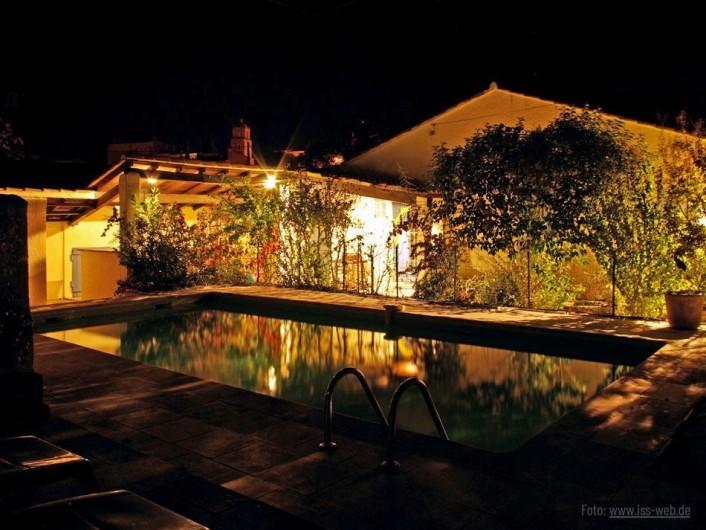 Location de vacances - Villa à Maubec - la terrasse la nuit