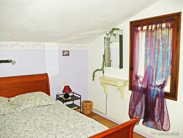"""Location de vacances - Villa à Maubec - chambre """"Marine"""""""