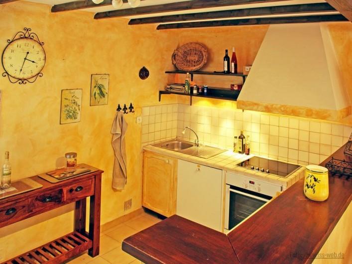 Location de vacances - Villa à Maubec - comptoir de la cuisine