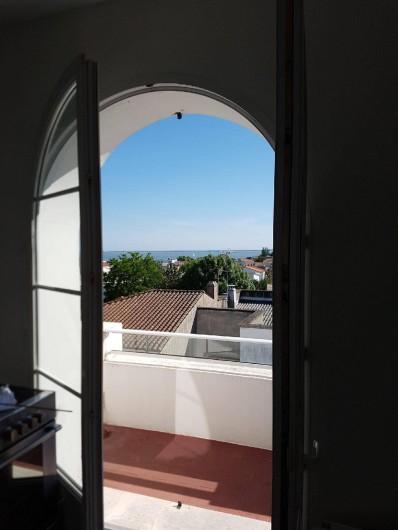 Location de vacances - Appartement à Royan - Vue intérieur cuisine