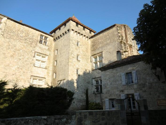 Location de vacances - Maison - Villa à Fourcès - arrivée au château