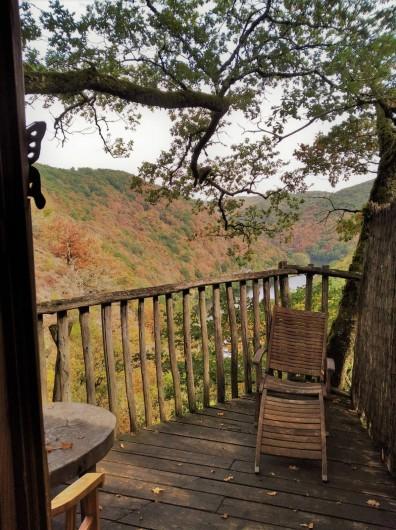"""Location de vacances - Chambre d'hôtes à Saint-Martial-Entraygues - Terrasse de la cabane """"Epicea Souhait"""""""