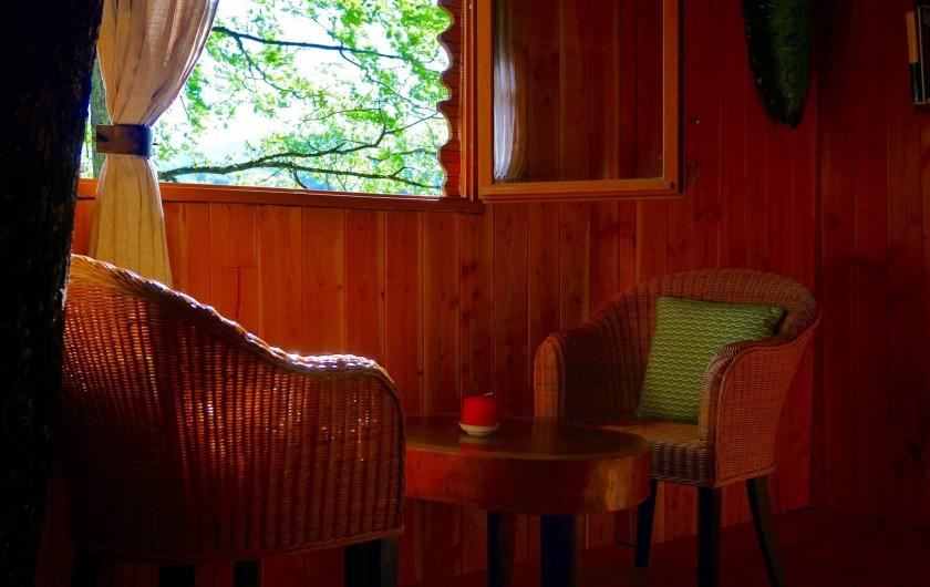 """Location de vacances - Chambre d'hôtes à Saint-Martial-Entraygues - Intérieur de  la cabane """"Houx Blond"""""""
