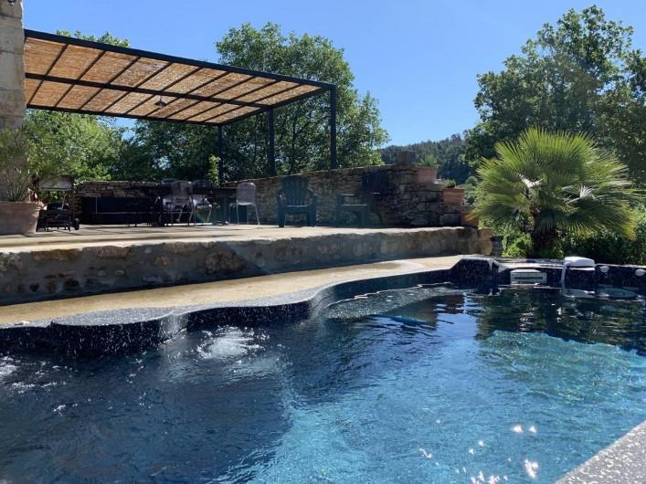 Location de vacances - Mas à Mercuer - Le spa de nage et bain à remous :