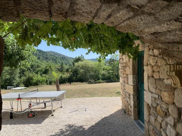 Location de vacances - Mas à Mercuer - Passé la voute d'entrée, les vacances commencent...