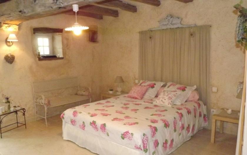 Location de vacances - Gîte à Xaintray - Chambre rez-de-chaussée (ouverture sur la terrasse) lit 160/200