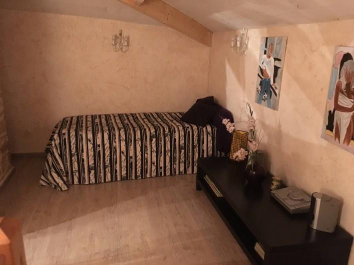 Location de vacances - Gîte à Xaintray - Alcôve à l'étage - lit 90/200