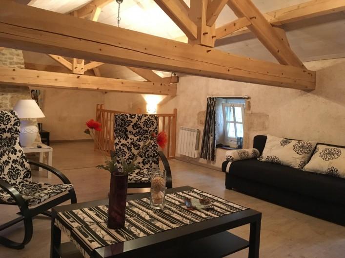 Location de vacances - Gîte à Xaintray - Grand salon à l'étage