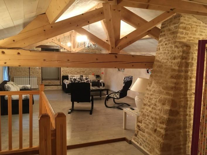 Location de vacances - Gîte à Xaintray - Grand salon, deux canapés lits (140)